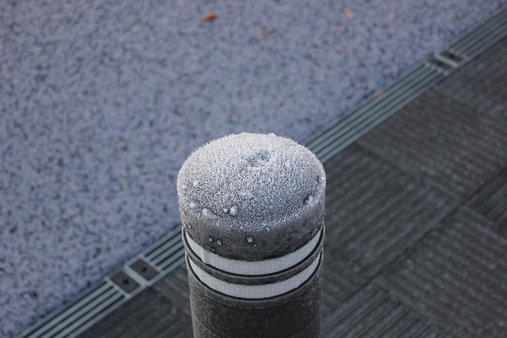 looks like a hat on iron pole