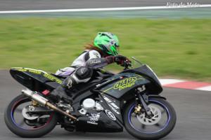 レディース #13 カオスデザインレーシング 岡くる美 YZF-R15