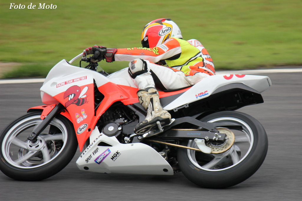 CBR250R #98 レーシングチームハニービー 富田 一輝 Honda CBR250R