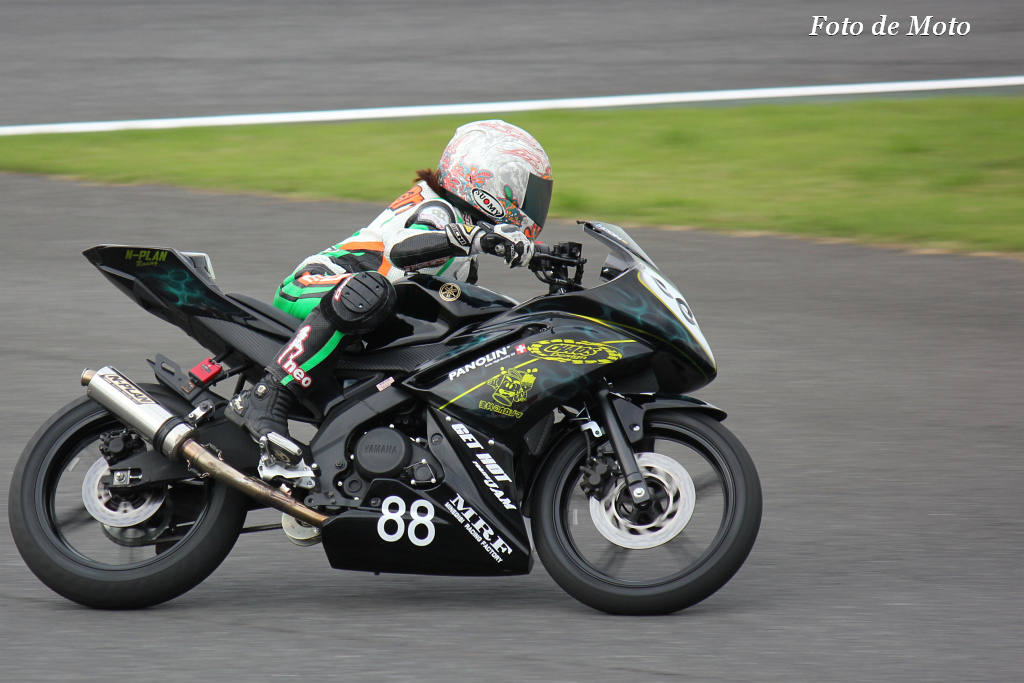 レディース #88 カオスデザインレーシング 新穂由香理 YZF-R15