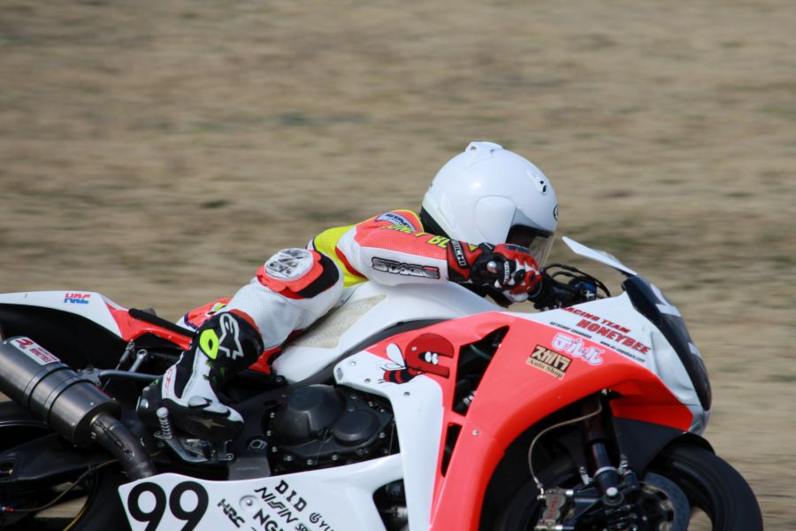 JSB1000(I) #99 レーシングチームハニービー 鍋城 正八 Honda CBR1000RR