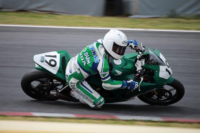 JP250 #19 MOTO BUM 中川 実 Honda CBR300R